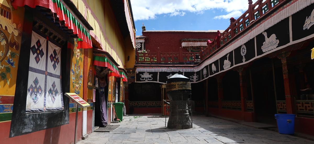 西藏山南-昌珠寺
