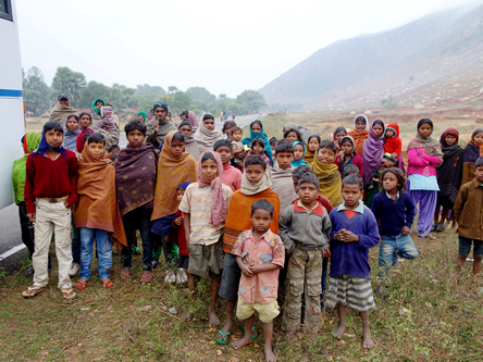 王舍城 Rajgir 印度公路村民.頻婆娑羅王囚禁監獄.古戰場戰車輪遺跡