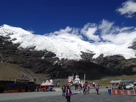 西藏日喀則-江孜卡若拉冰川